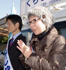 氏平県議予定候補(写真:右)と林 潤市議が街頭から訴え